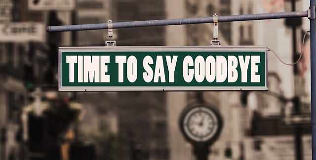 Schild mit dem Spruch: Time to say goodbye