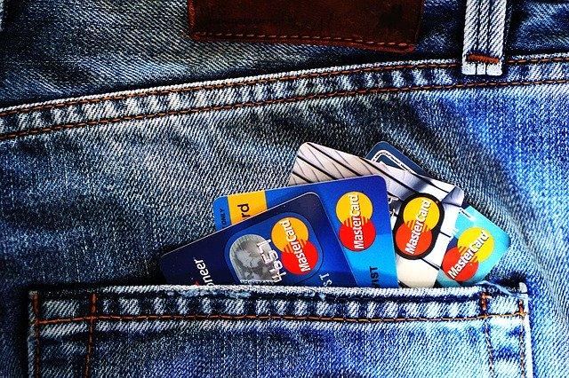 Kreditkarten in Hosentasche